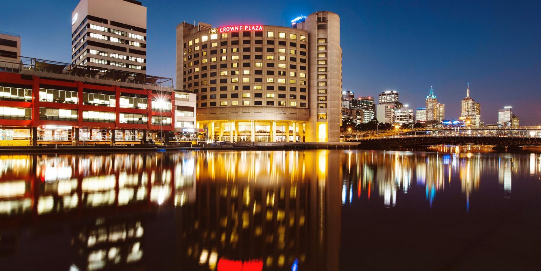 hotels in melbourne near crown casino